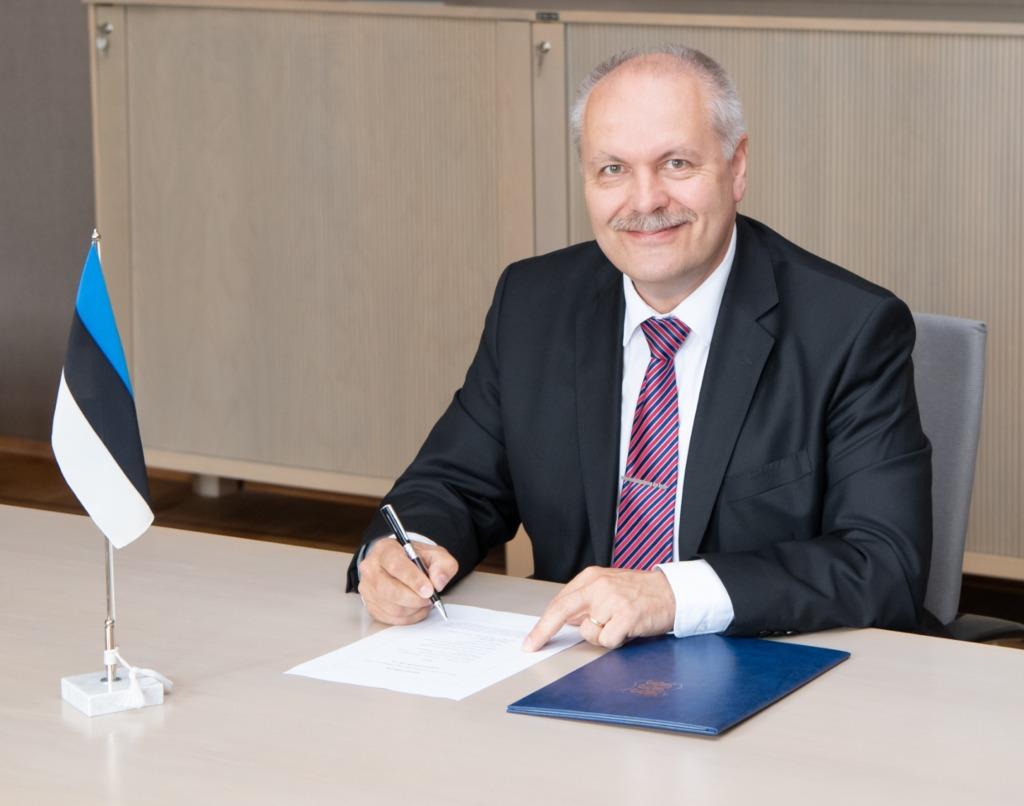 Riigikogu esimehe tervitus emakeelepäeval: head emakeelepäeva tervele eesti rahvale ja eestlastele kogu maailmas!
