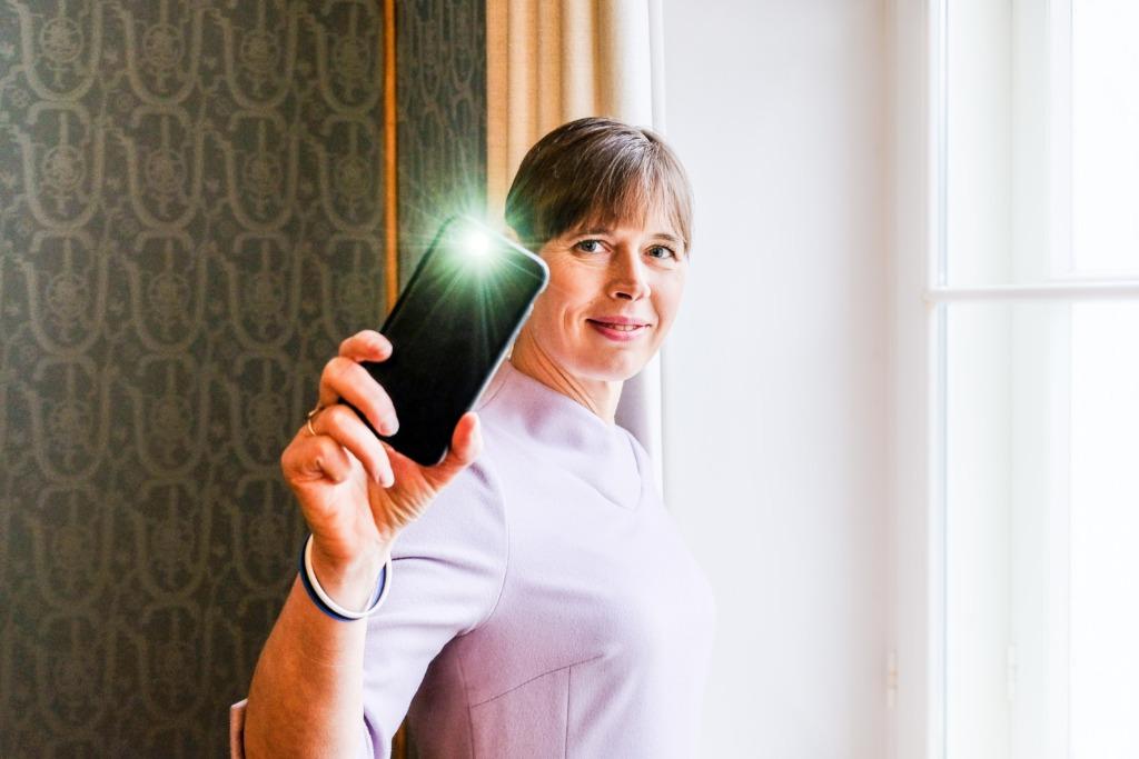 PRESIDENDI ALGATUS SAAB JÄRJE I President Kersti Kaljulaid: lehvita, sest hoolid!