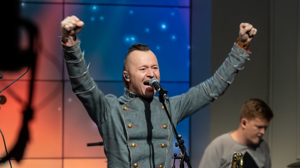 LIIGUTAV VIDEO I Ruslan Trochynskyi andis täna keskpäeval katusel kontserdi