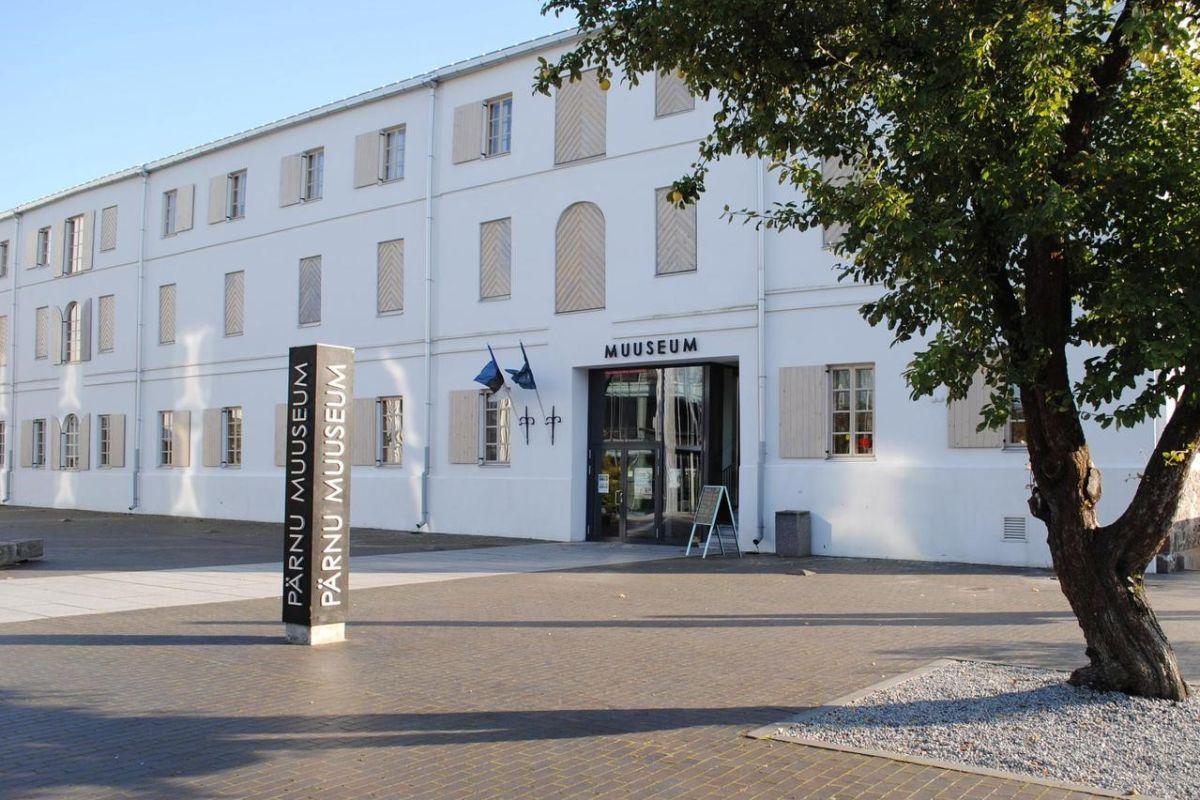 UUENDUSLIK! Pärnu muuseumis avati drive-in näitus