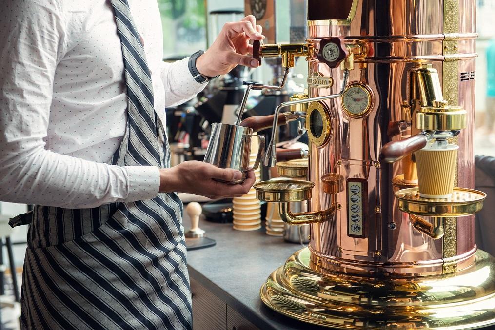 LÄHME KOHVI MEISTERDAMA! Uus kohvik paneb kliendid kohvi valmistama
