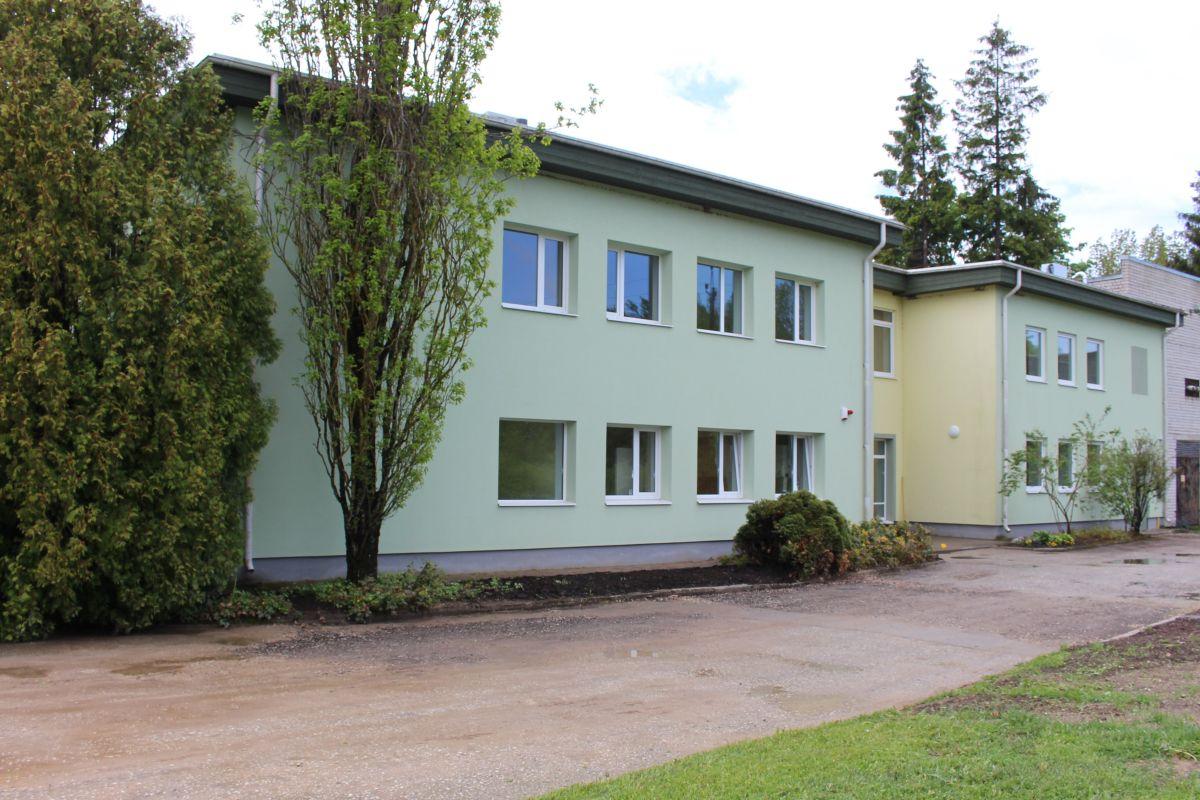 UUS LABORIHOONE I Arvo Aller avas Eesti Taimekasvatuse Instituudi värskelt renoveeritud laborihoone