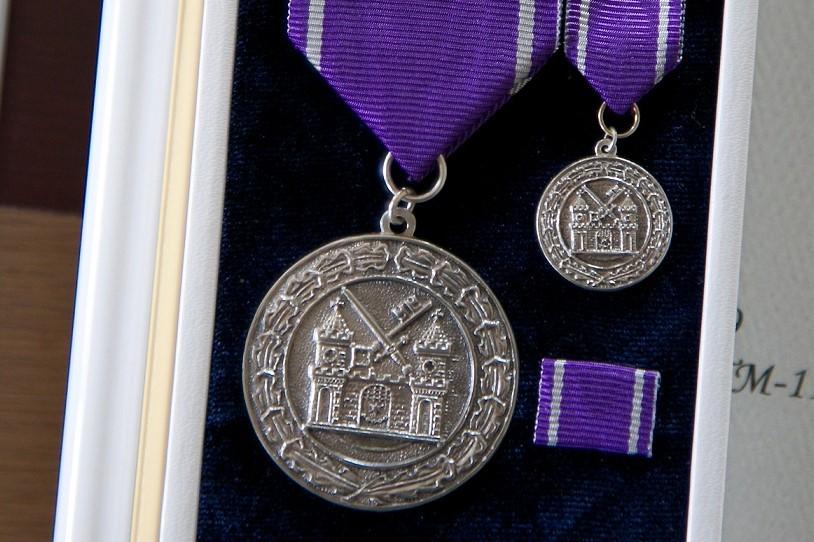 TUNNUSTUS I Tartu tunnustab medaliga teenekaid inimesi