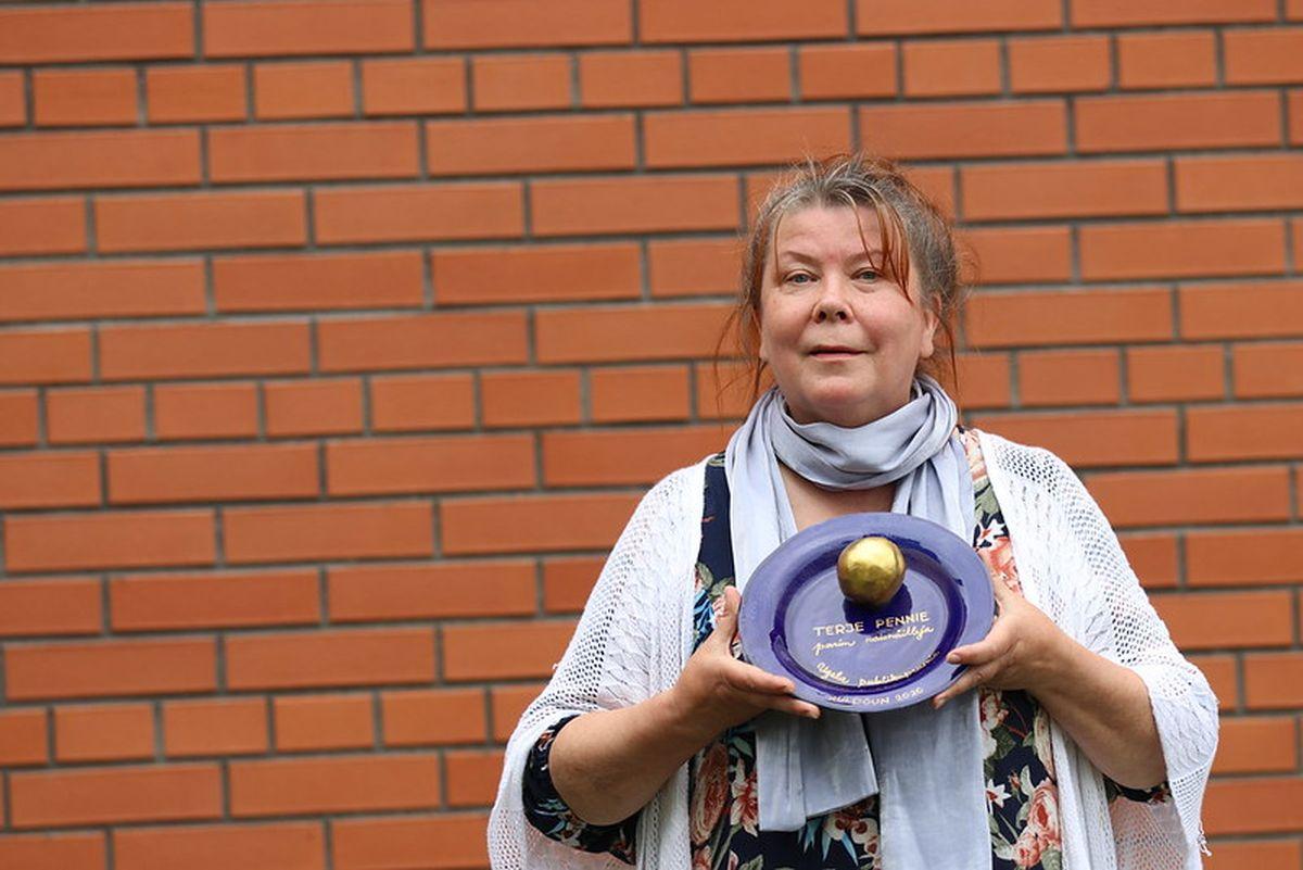 GALERII I Ugala teatrimaja juurde istutati õunaaed ja anti üle publikupreemiad