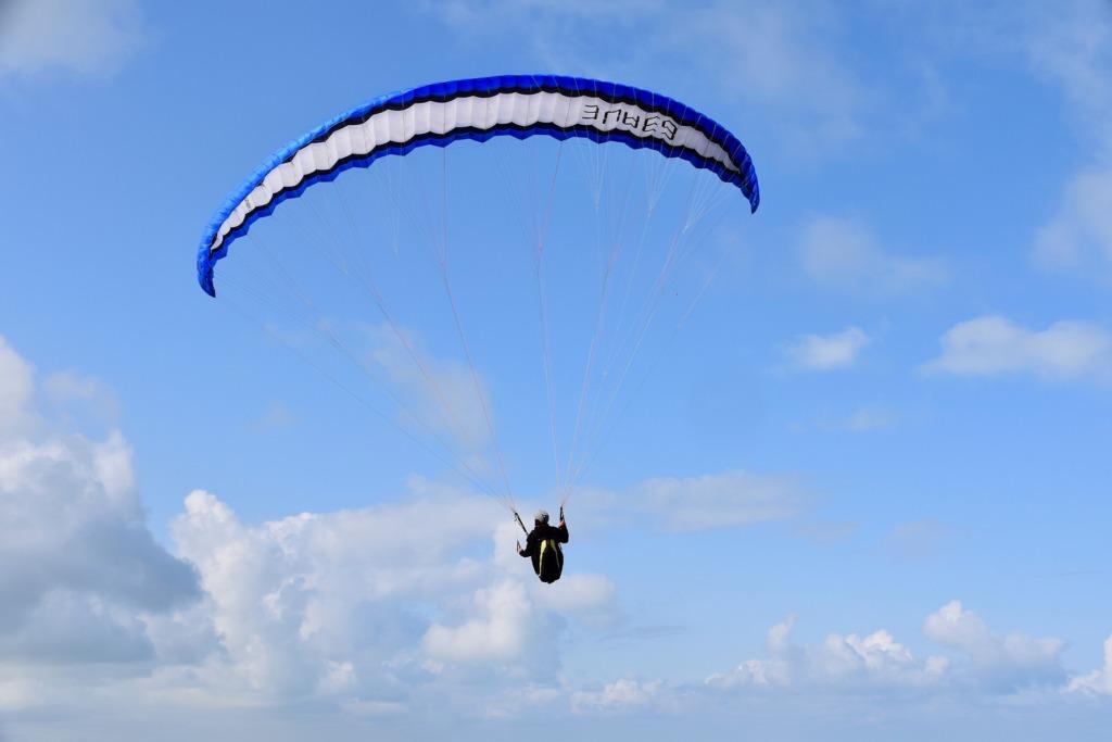 paragliding.Pixabay