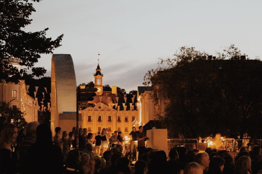 TASUTA SUVEKONTSERDID TARTUS I Emajõe suvekontserdid kutsuvad tasuta kontsertidele Emajõe ääres