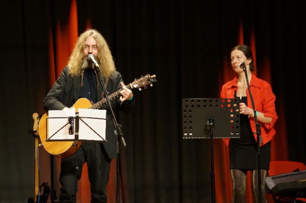 KUULA JA LAULA KAASA I Salve sai 12 uut võrukeelset laulu