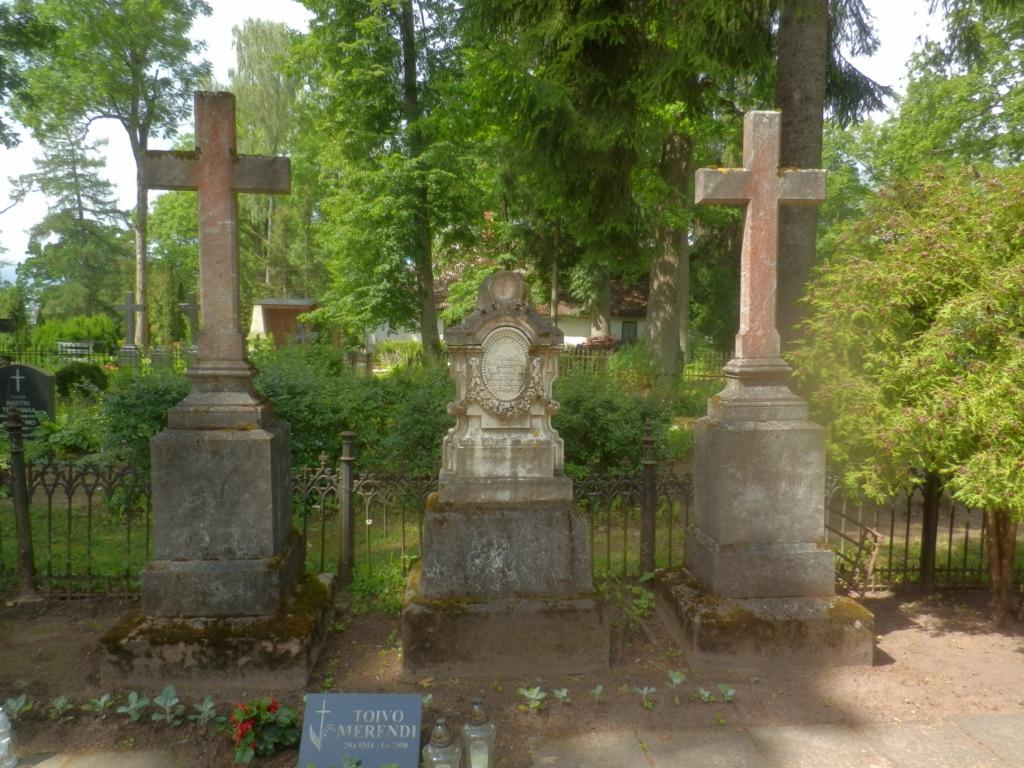 KULTUURIMÄLESTISED I Narva vangilaagri ja Viljandi Vana kalmistu kuulutati kultuurimälestisteks