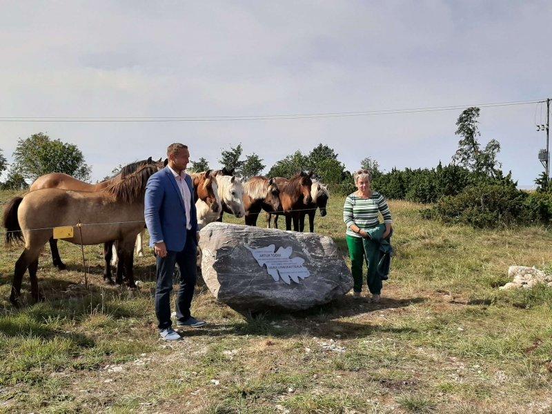 Artur Toomi mälestuskivi avamine Vilsandil