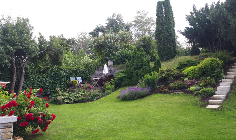 TUNNUSTUS I Pirita kauneim koduaed lummab taluaia lilledega