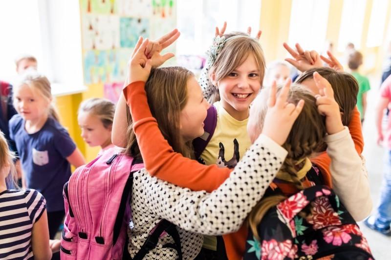 Kahesuunaline keelekümblus laieneb lasteaiast põhikooli