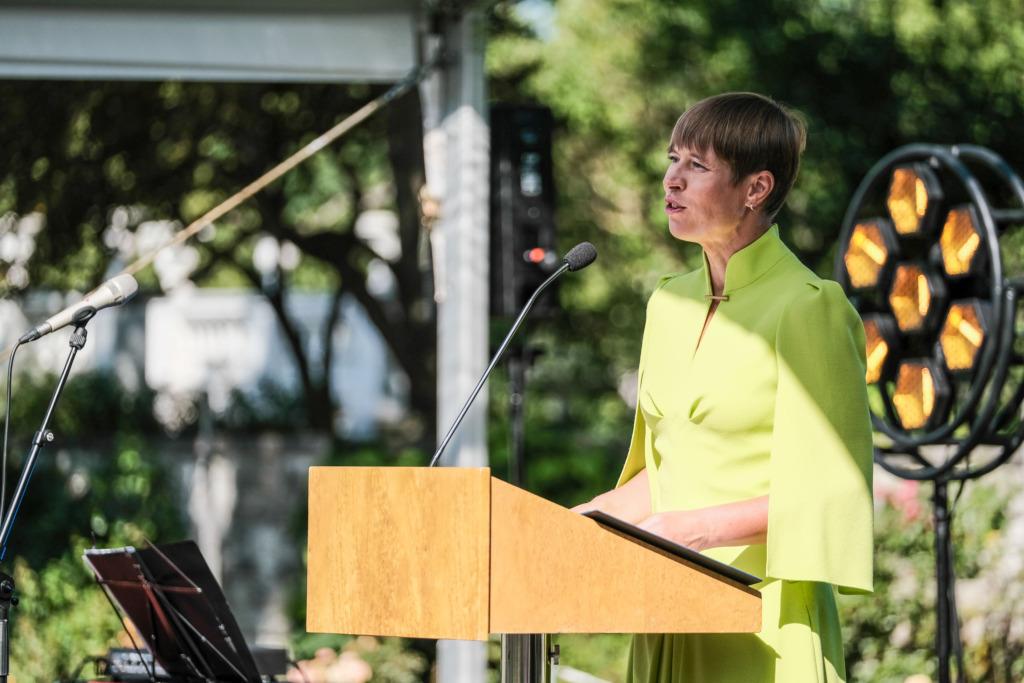 LISATUD PRESIDENDI KÕNE I President Kaljulaid koolilõpetajatele: hoidke seda, mis hoidmist vajab, ja tehke ümber see, mis saab olla paremini!