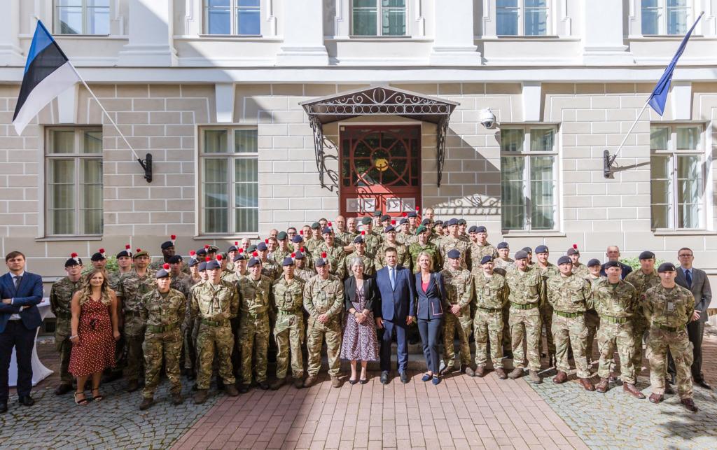 FOTOD I Peaminister võõrustas Stenbocki majas briti ja taani kaitseväelasi