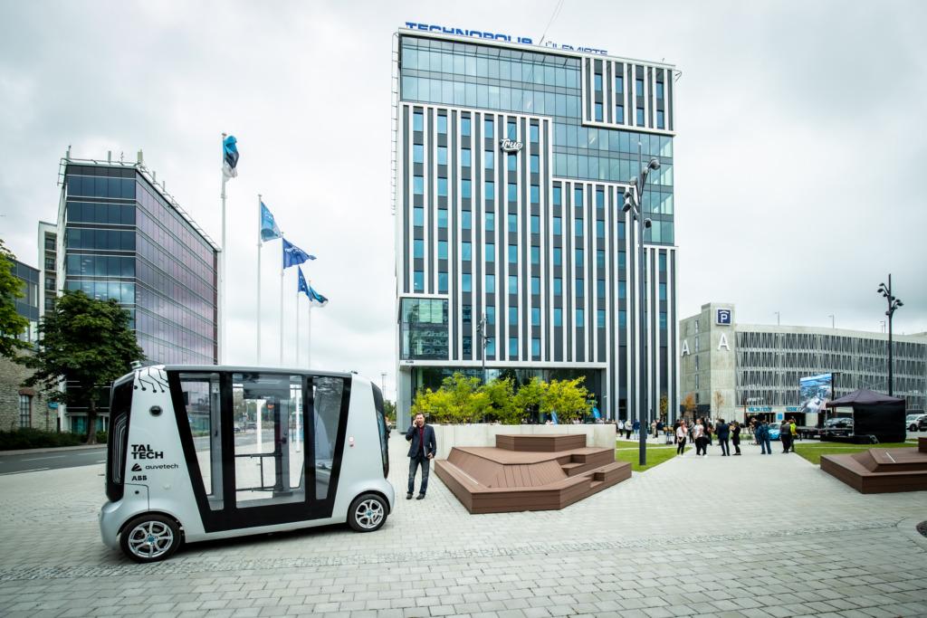 GALERII I Eile avati Ülemiste City uus 12-korruseline büroohoone ja linnaväljak