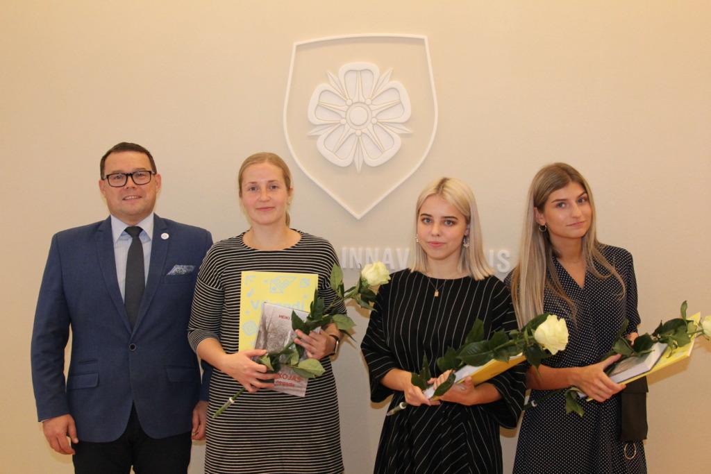 TUNNUSTUS I Raekojas tunnustati Viljandi aastastipendiumi saajaid