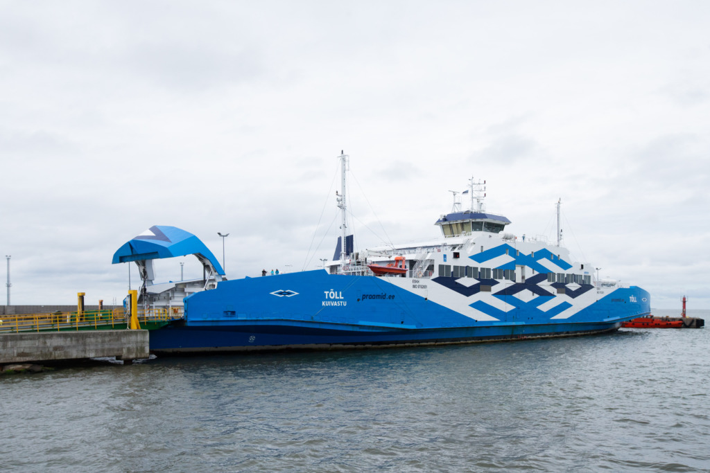 FOTOD I Eesti esimene hübriidreisilaev Tõll asus reisijaid teenindama