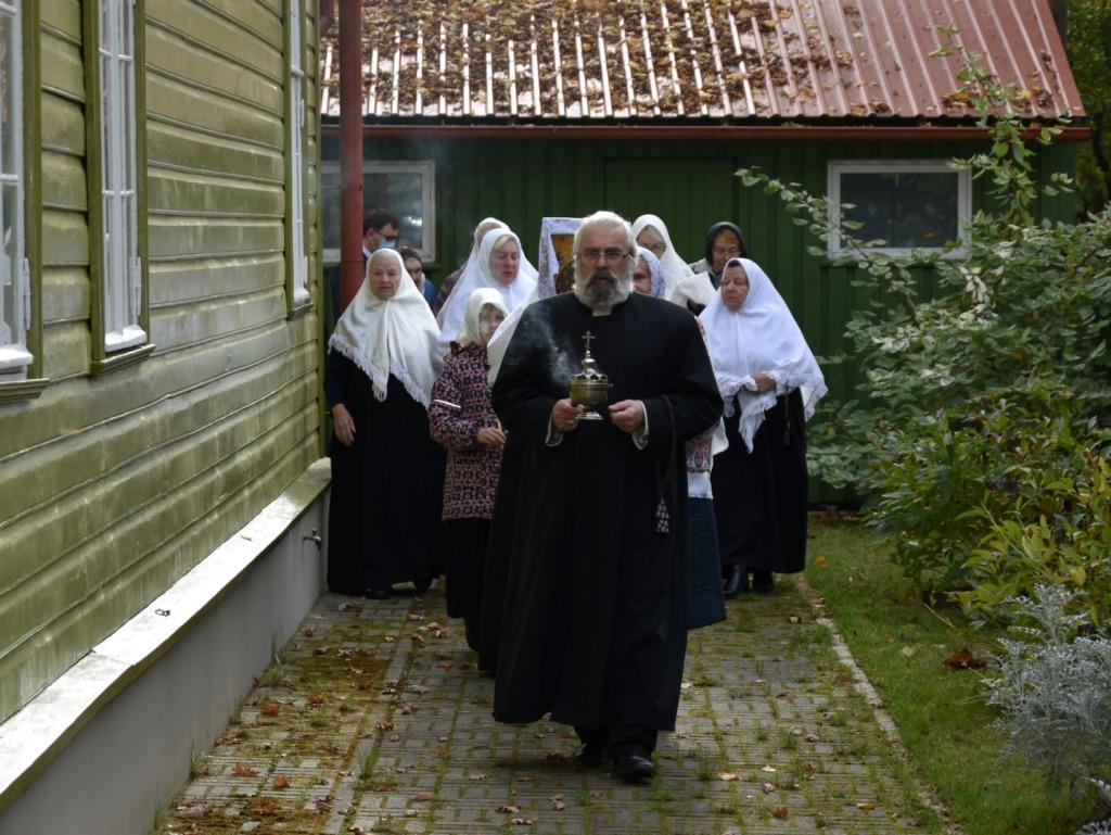 FOTOD I Tallinna vanausuliste palvela Kristiine linnaosas tähistas 90. aastapäeva