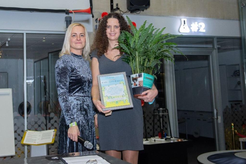 Eesti Lasterikaste Perede Liidu tunnustusauhinna laureaadid on Eliis Paimre ja Kadi Luht-Kallas