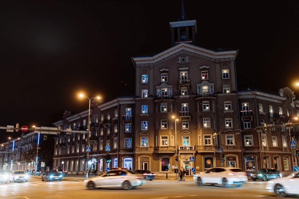 150 jõulutähte andsid ajaloolisele Tallinna hoonele särava kuue