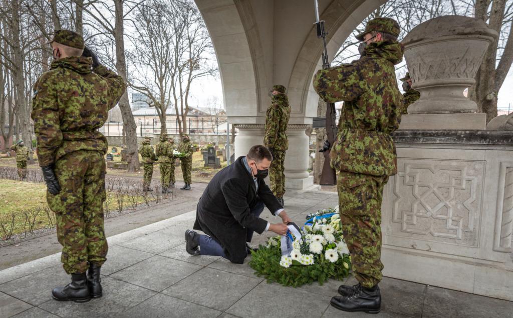 Peaminister asetas pärja langenud Eesti kaitseväelaste mälestuseks
