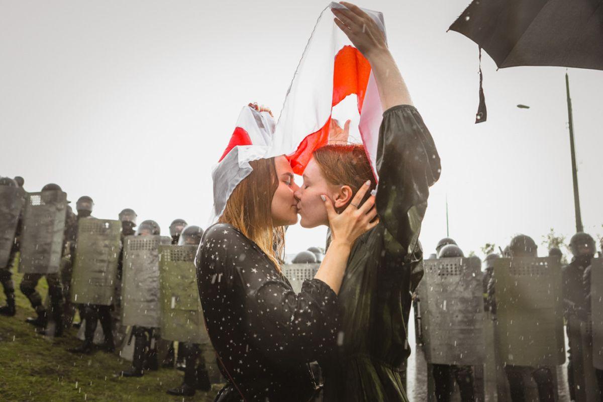 """Fotografiska Tallinna erinäitus """"Valgevene tulevik naiste väega"""" jõuab Tartusse"""