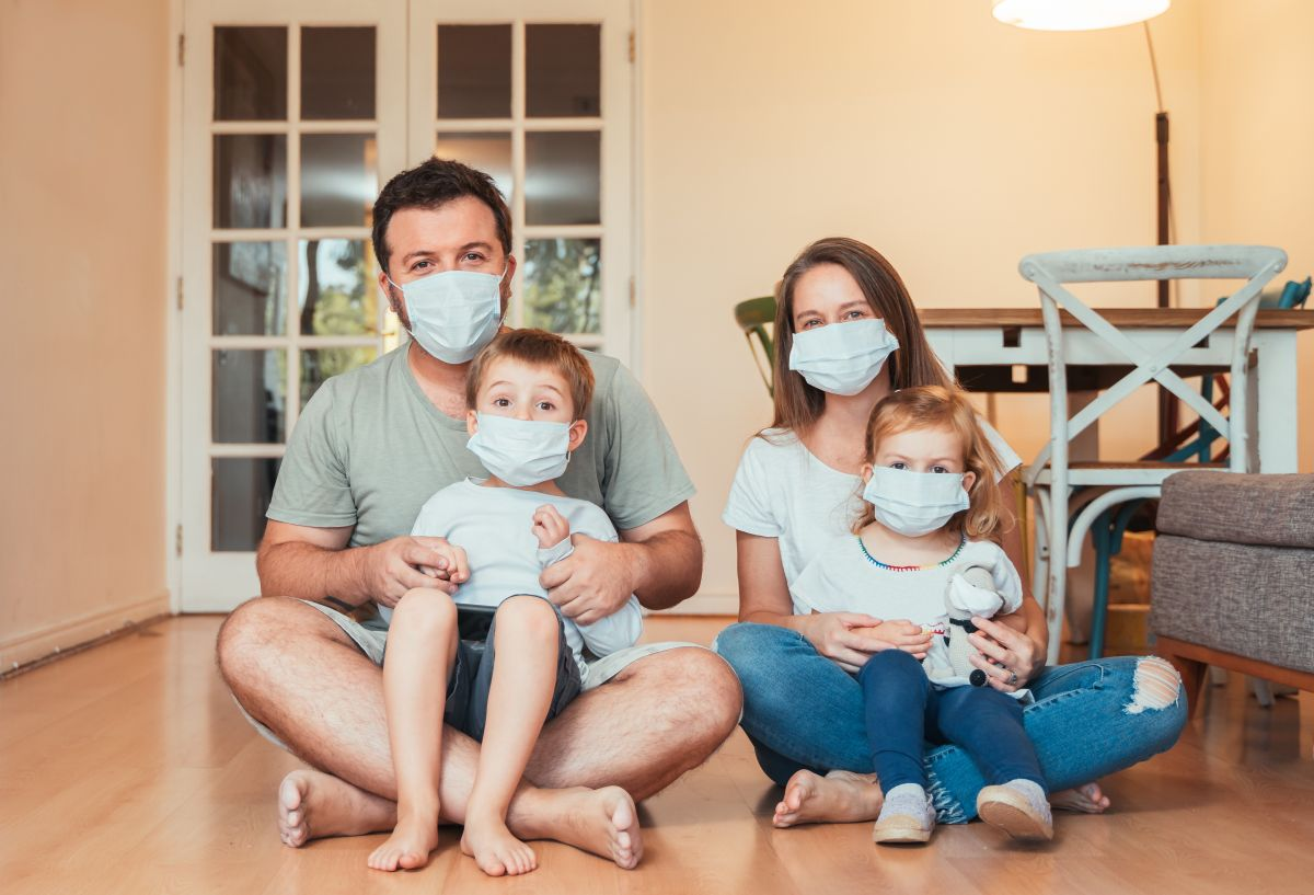Beautiful,Young,Family,Wearing,Face,Masks,Against,Coronavirus,World,Pandemic