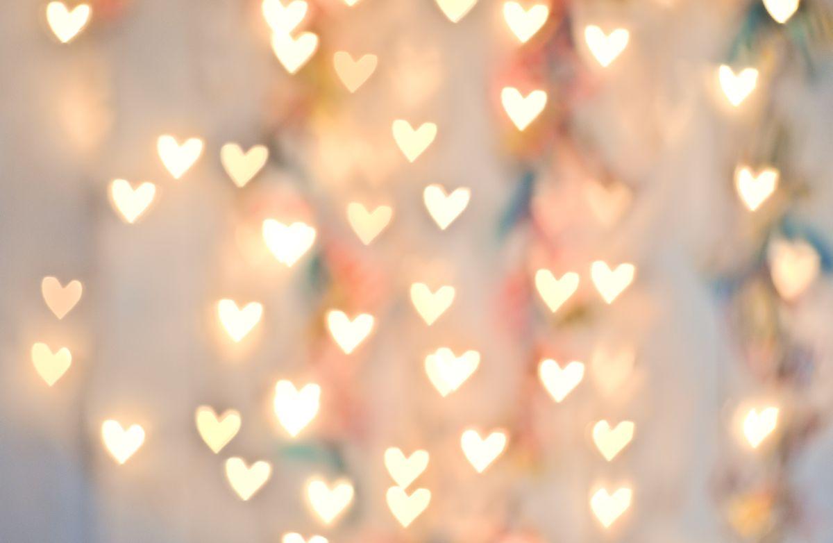 Pastel,Heart,Bokeh,On,A,Pale,Background