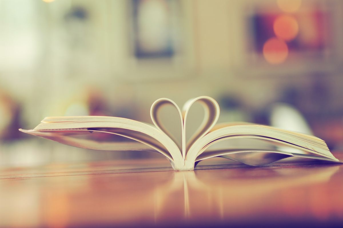 Close,Up,Shape,Of,Heart,From,Pages,Of,The,Book.