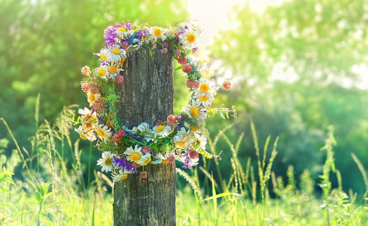 Rustic,Wildflowers,Wreath,On,Sunny,Meadow.,Summer,Solstice,Day,,Midsummer
