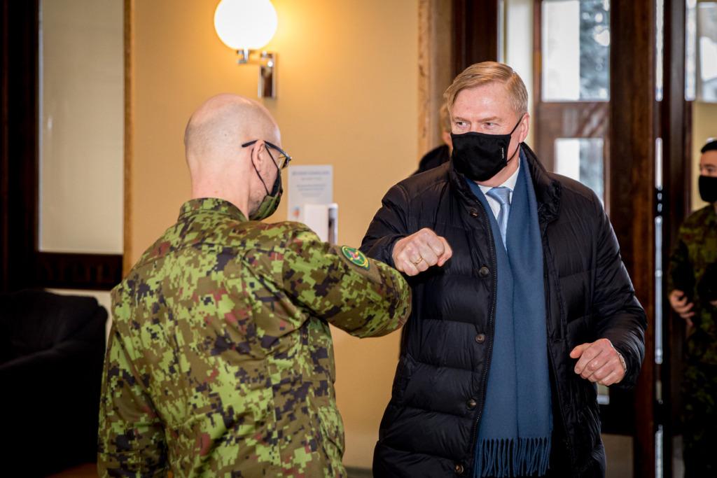 FOTOD I Kaitseminister Kalle Laanet väisas Saaremaad