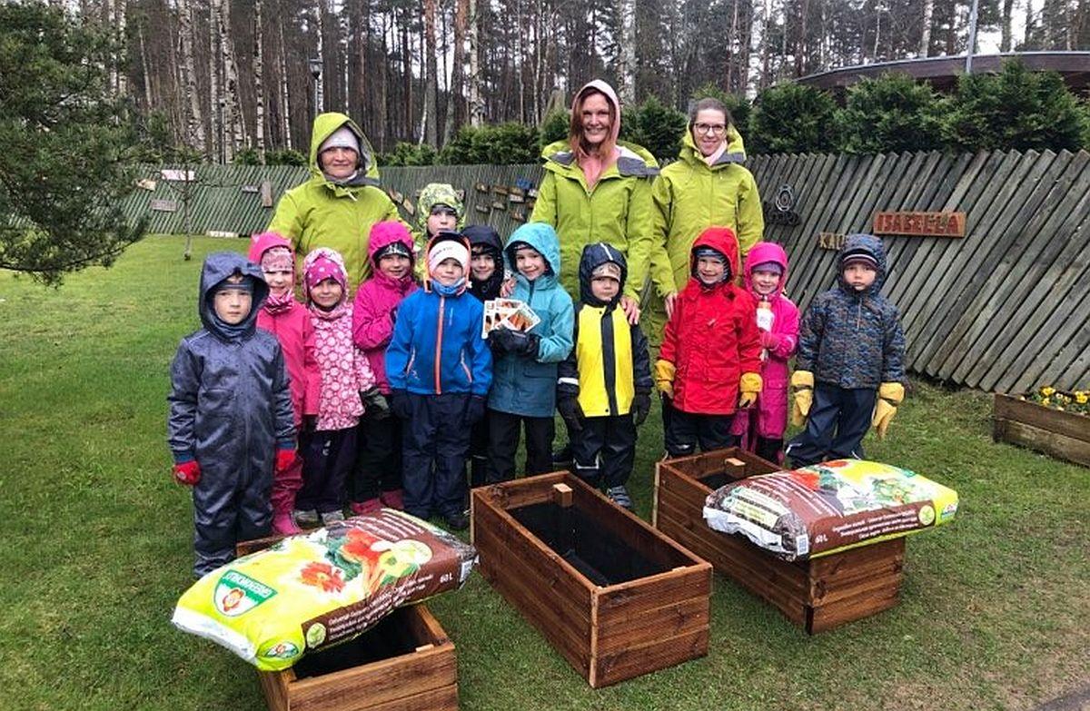 Nõmme lasteaialapsed võistlevad porgandite kasvatamises