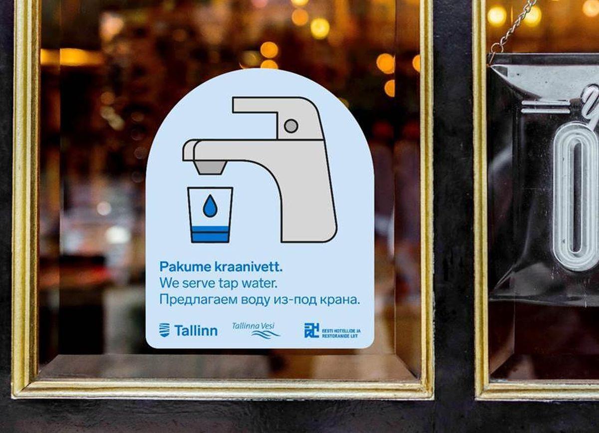 Toitlustusettevõtted, kes pakuvad kraanivett, võivad end linnaruumis nähtavaks teha kleepsuga