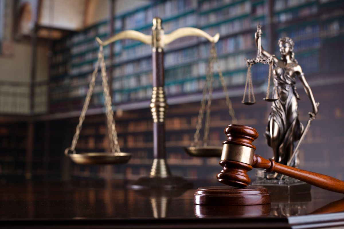 Judge's,Gavel,On,Library,Background.,Law,And,Justice,Concept.