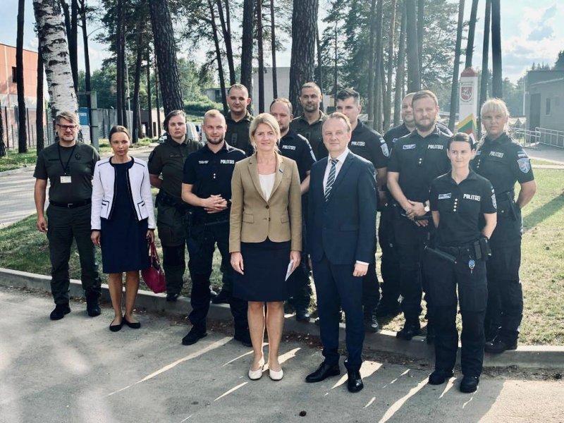 Välisminister Liimets kohtus Leedu piirivalvele appi saabunud ESTPOL5-ga