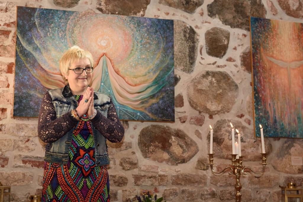 NÄITUS AVATUD VIIMASEID PÄEVI I Reet Kalamehe inglimaalid sünnivad meditatiivses seisundis, ühendades end analüütilisest mõttetasandist lahti