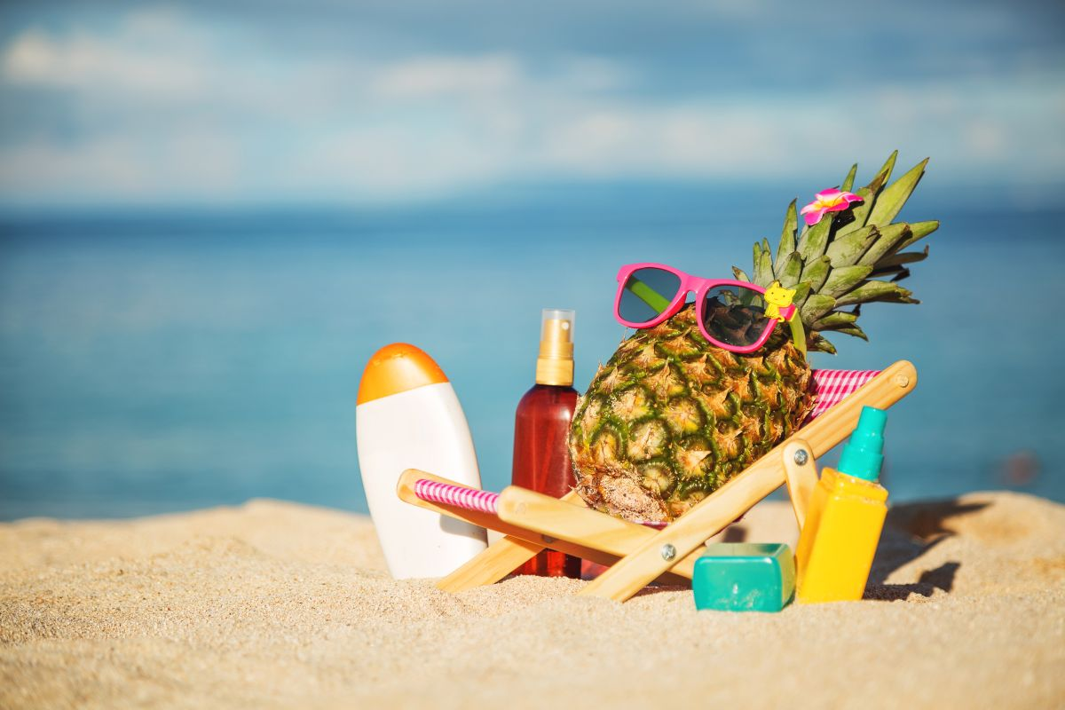 Ripe,Attractive,Girl-pineapple,Lying,On,Sun,Chair,On,The,Sand