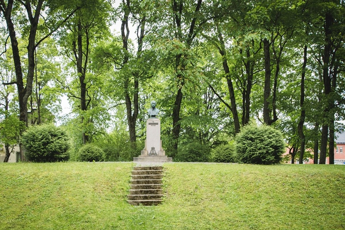 Karl August Hermanni monument