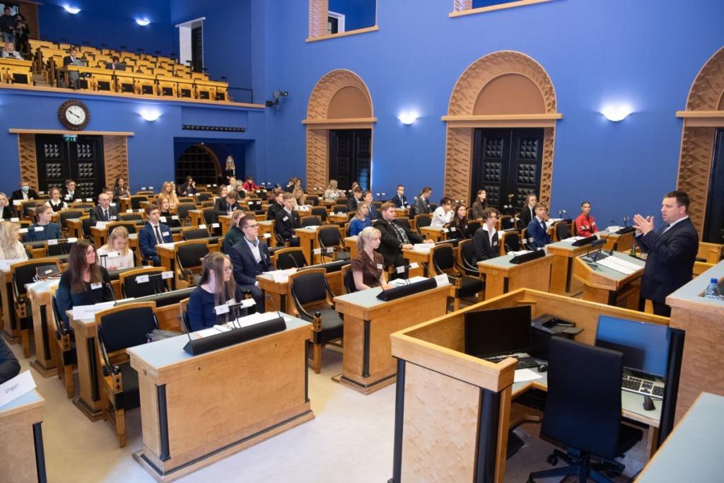 Riigikogu esimees tervitas Eesti Mudel-Euroopa Parlamendi noori